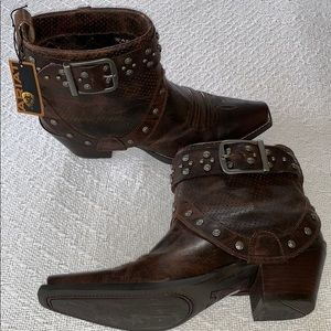 Ariat Defiance Studded Harness Short Cowgirl Boots